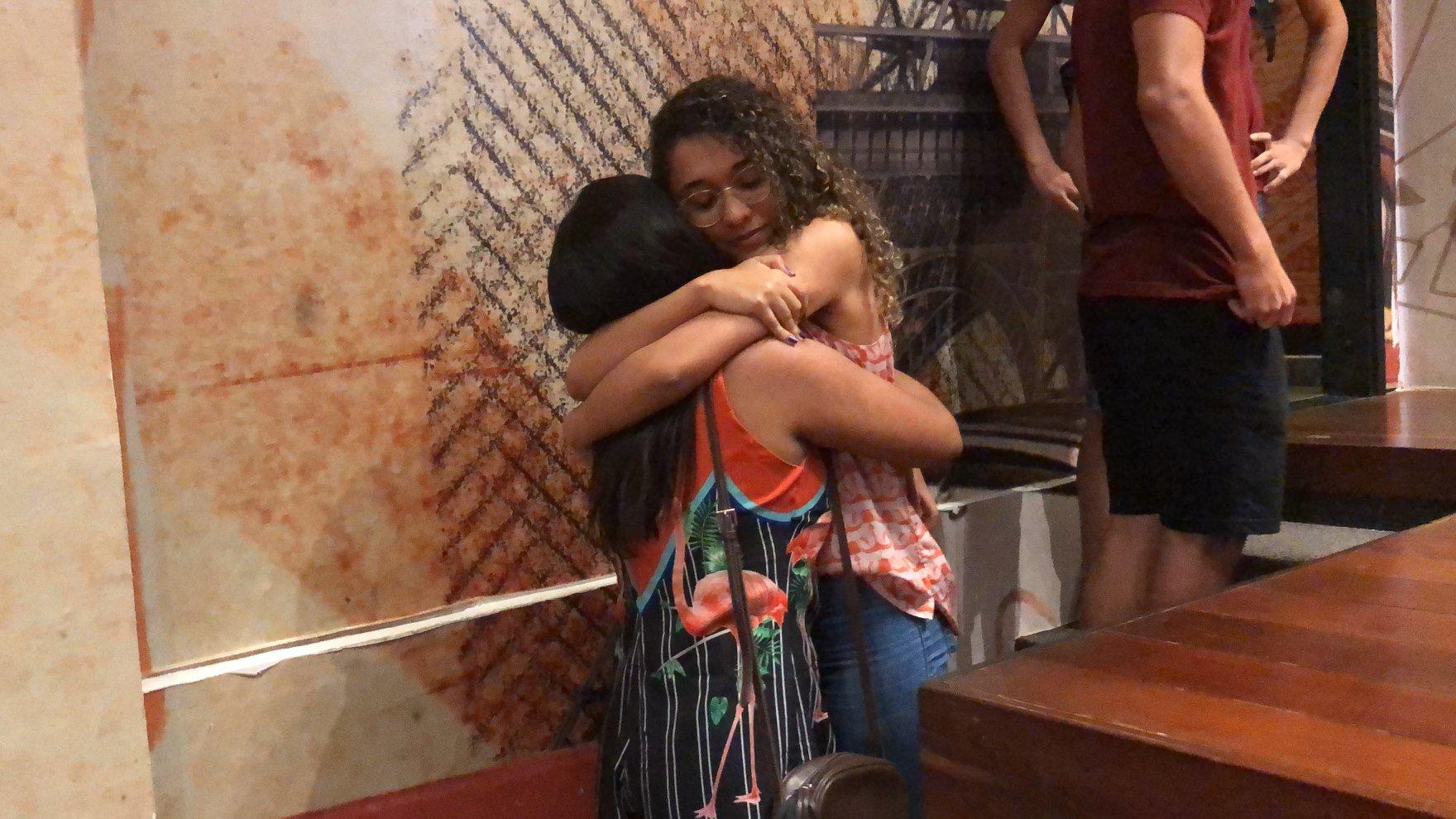 abraço de alunas no plantão pré-enem 2019 na unibra