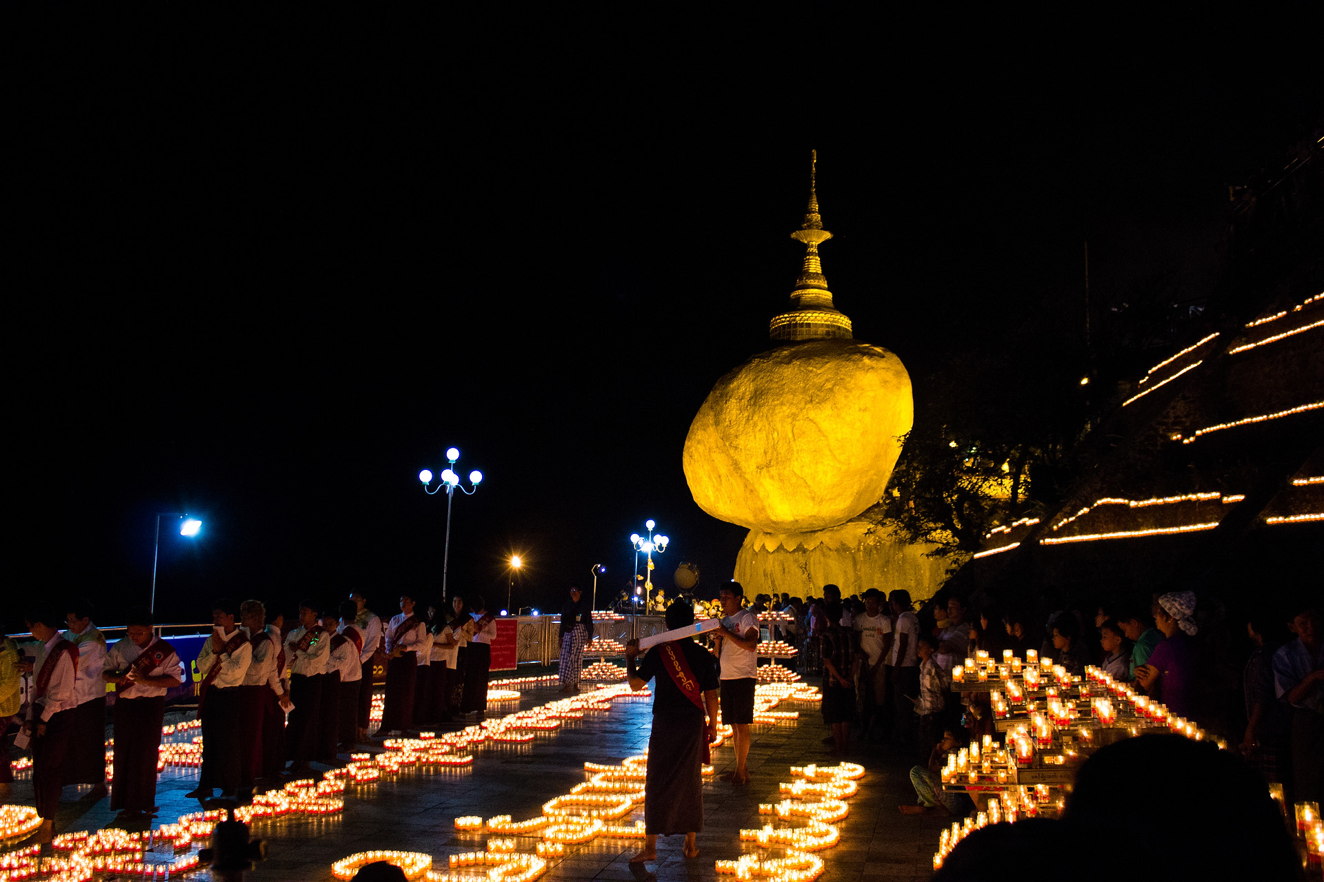 Le rocher d'or, Kyaitiko, Myanmar