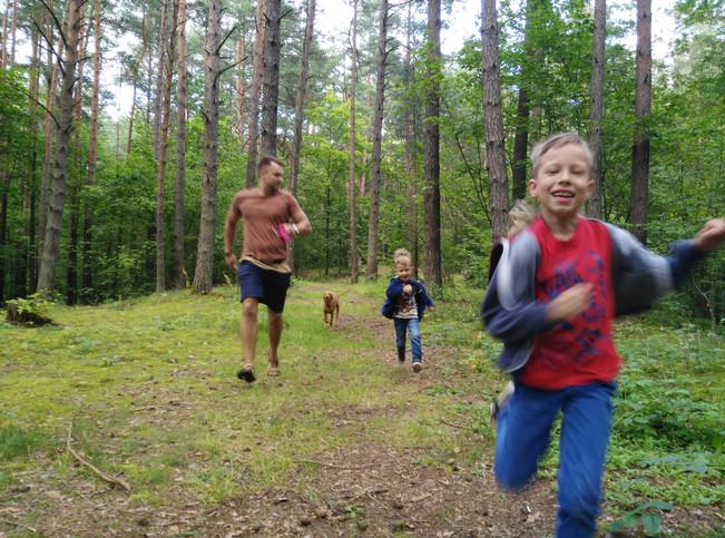 8 PATARIMAI kaip padėti vaikams pamėgti sportą