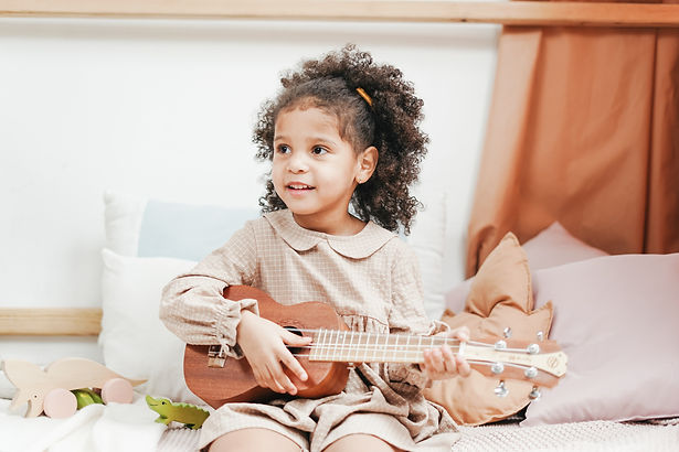 ukulele-played-by-a-young-girl-3662761.j
