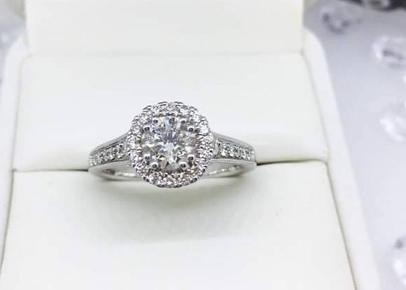 18ct White Gold Brilliant Round Diamond Halo Engagement Ring 1.03ct Diamonds