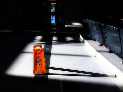hallway-1541023_1920.jpg