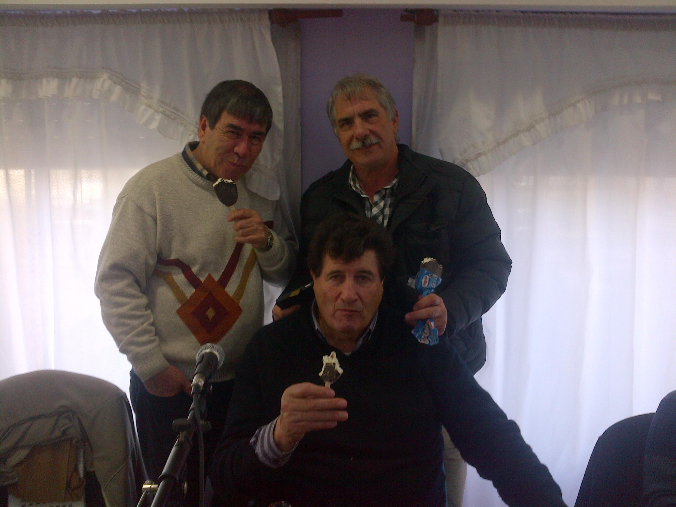 34- Cabred, Holgado y Durigan con el postre.jpg