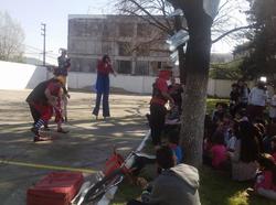 los_payasos_jugando_con_los_niños.png