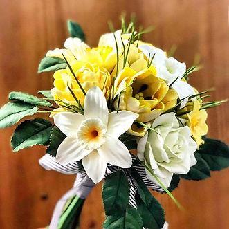 水仙黃玫瑰花束