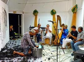 Performance Regards démultipliés avec Jobi Bernabé, percursionnistes et harpe, Alliance française de Sainte Lucie, 22 octobre 2013 | photo Vero Bilo
