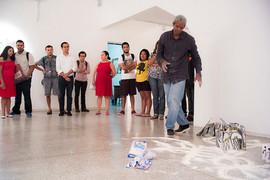Performance d'instauration - installation livres sculptures galerie theodoro Braga. Photo Bruno Pellerin