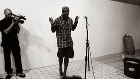 Performance Regards démultipliés avec Jobi Bernabé (chant, poésie) et percursionnistes. Alliance Française de Sainte-Lucie 22 octobre 2013   photo Vero Bilot