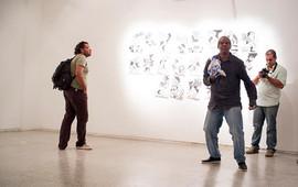 Instauration de l'installation livres sculptures - performance. Galerie Theodoro Braga. Photo Bruno Pellerin