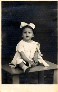 Ma mère toute petite, probablement en 1938