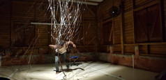 Laurent Troudart, conférence dansée, Ici au Bord d'ailleurs, libre adaptation choréographiée et dansée de textes de Alfred Alexandre, juin 2018 à la Maison Rouge, Fort de France. Photo FP
