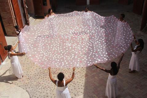 Barbara Prezeau Stenphenson, performance collective Le cercle de Freda, durée 7 heures, Jacmel, 2012,
