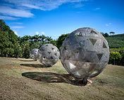 1. Vladimir Skoda, sphères de ciel, ciel de sphères, tôles perforées en acier inoxydable e