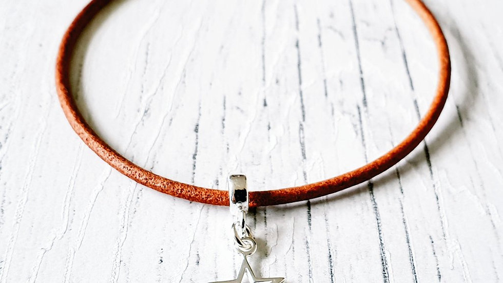 Leather and sterling silver star bracelet