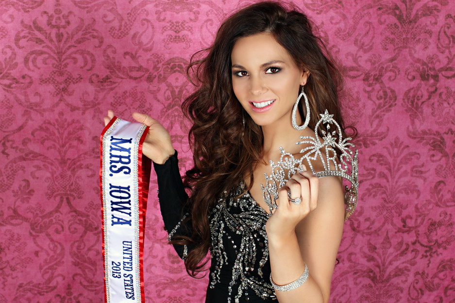 Crowning Images Pageant 10.jpg