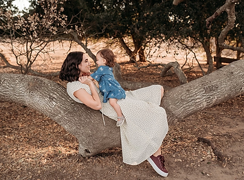 Lifestyle family photo of mom leaning on tree, baby daughter on ther lap, lifestyle family photographer in sonoma, marin and napa county, Diana Jex Photography