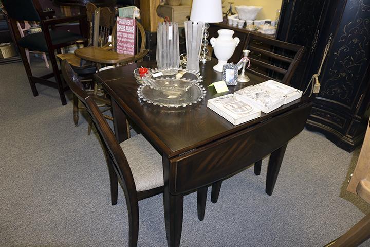 Vintage Drop-Leaf Table w 2 Chairs