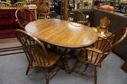 Vintage Oak Dining Table with 2 leaves & Pads