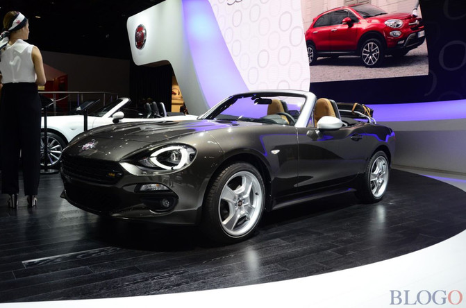 salon de paris fiat pr sente la fiat 124 spider america italcarnews actualit automobile. Black Bedroom Furniture Sets. Home Design Ideas