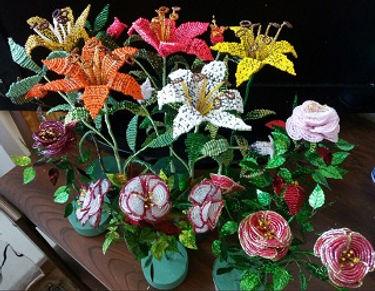 Лилии розы красивые цветы из бисера купить в СПб  сувениры подарки ручная работа
