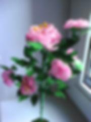 Розовый куст из биссера Фото