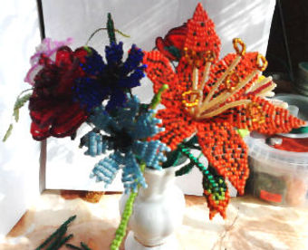 Цветы Розы,лилии, васильки из бисера фото