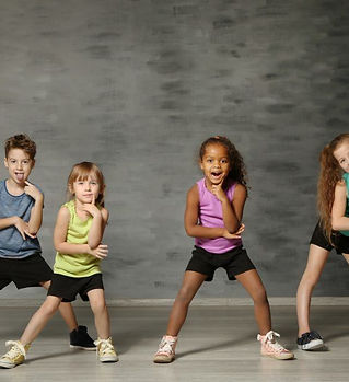 dance-group-hip-hop-kids-pose-1024x656.j
