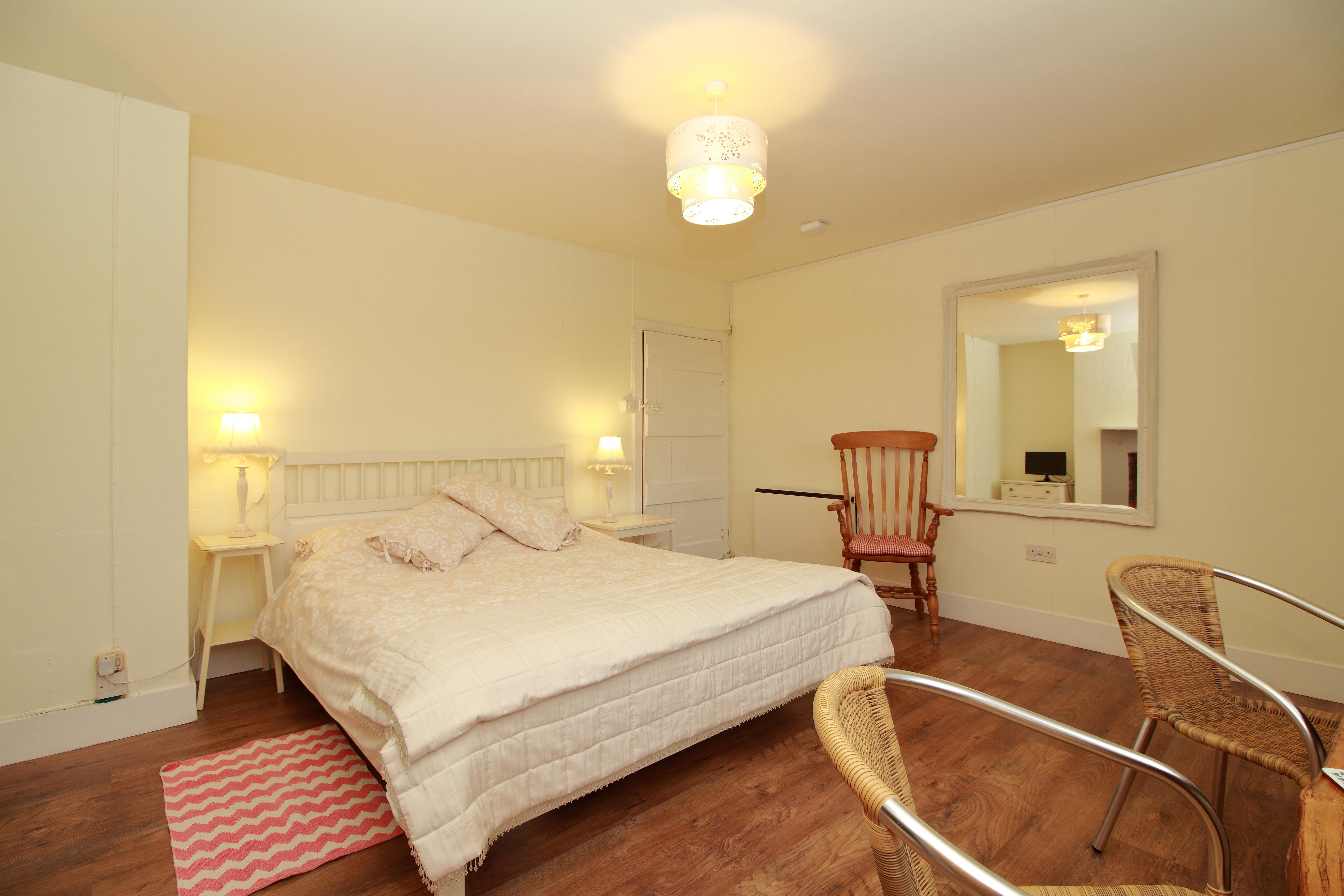 bedroom 3 (02)
