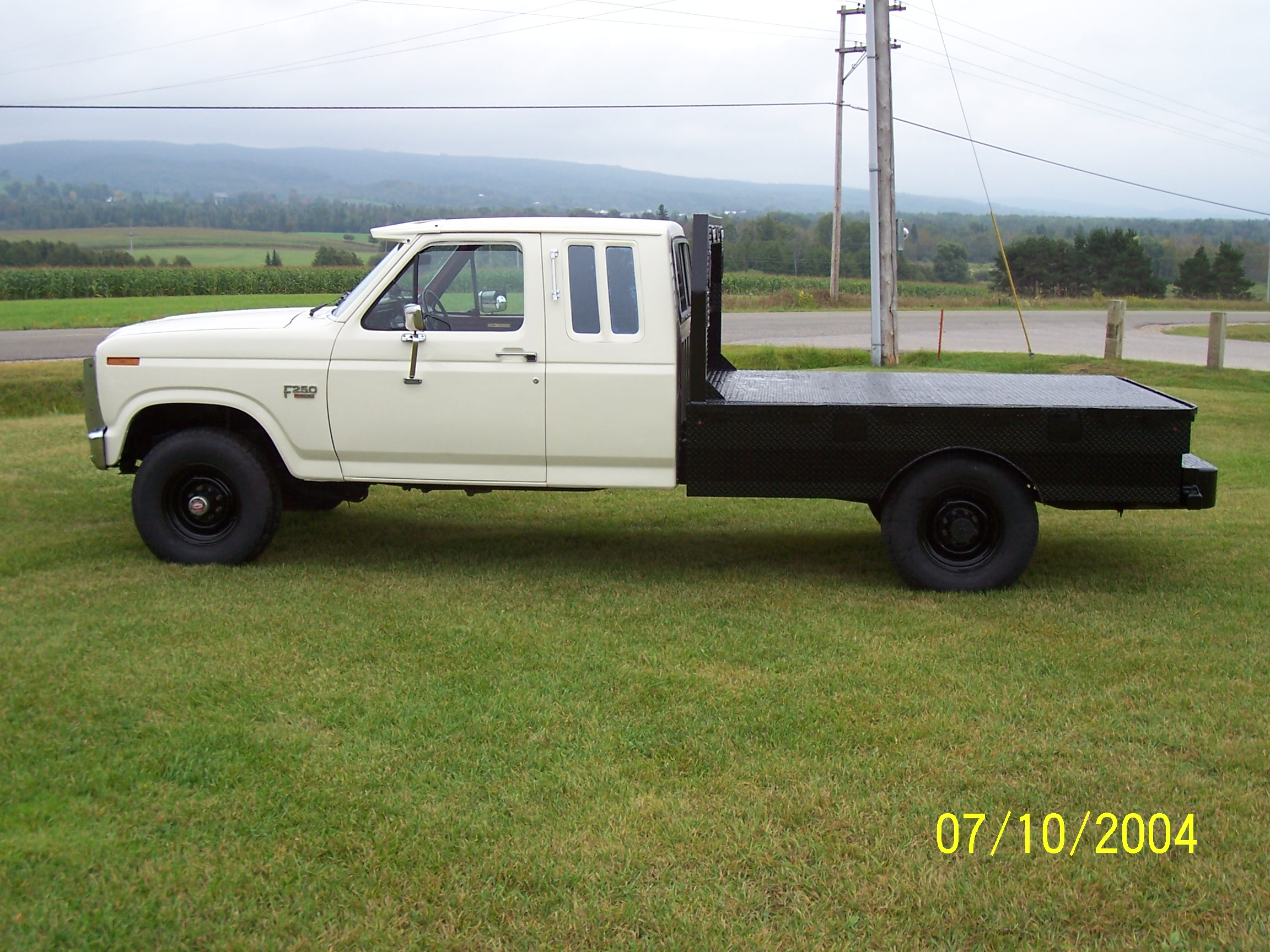 Finished truck with flat bed