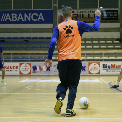 O filial cae por segunda xornada consecutiva en A Coruña (8-7)