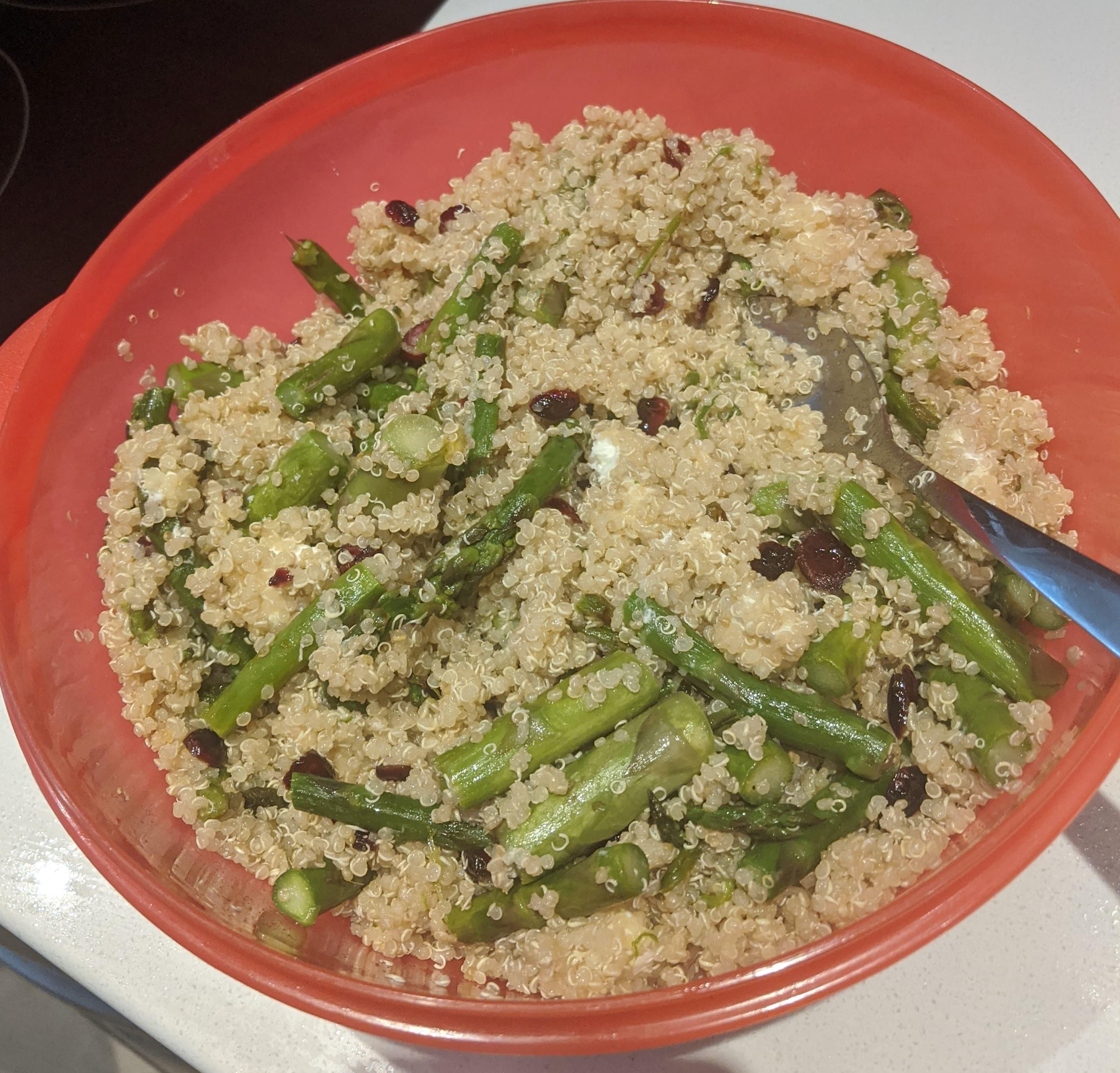 Salade de quinoa, asperges et chèvre