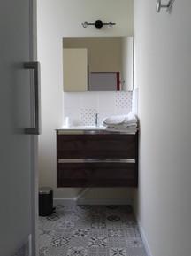 """Salle de bain attenante à la chambre """"ni"""