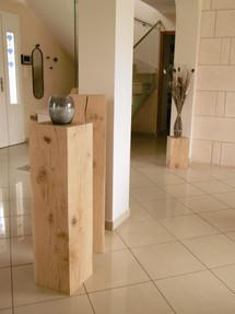 Détail poteaux en bois brut pour délimit