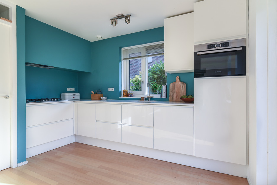 Interieurfotografie van moderne lichte keuken