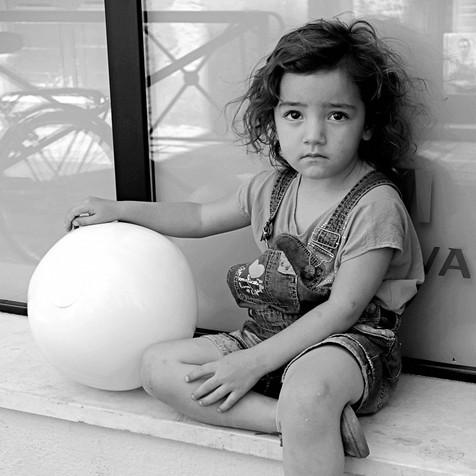La petite fille au ballon, Arles, 2018