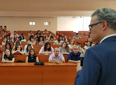PR դպրոցի դասերի մեկնարկը տրվեց հայտնի մասնագետ Վազրիկ Բազիլի բանախոսությամբ