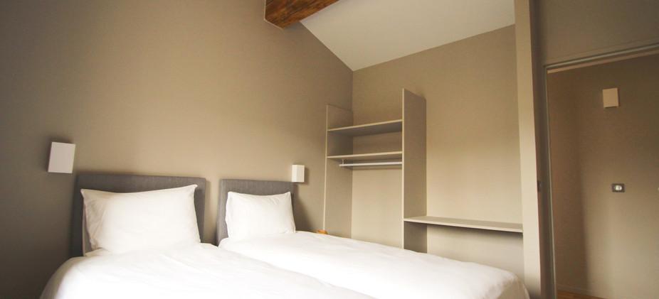 chambre 2 lits simple.jpg