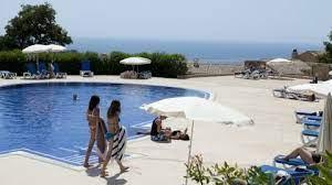 hameau piscine.jpg
