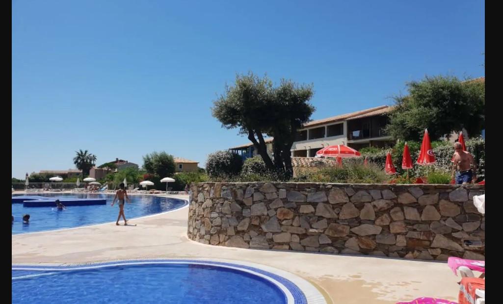 piscine du hameau.jpg