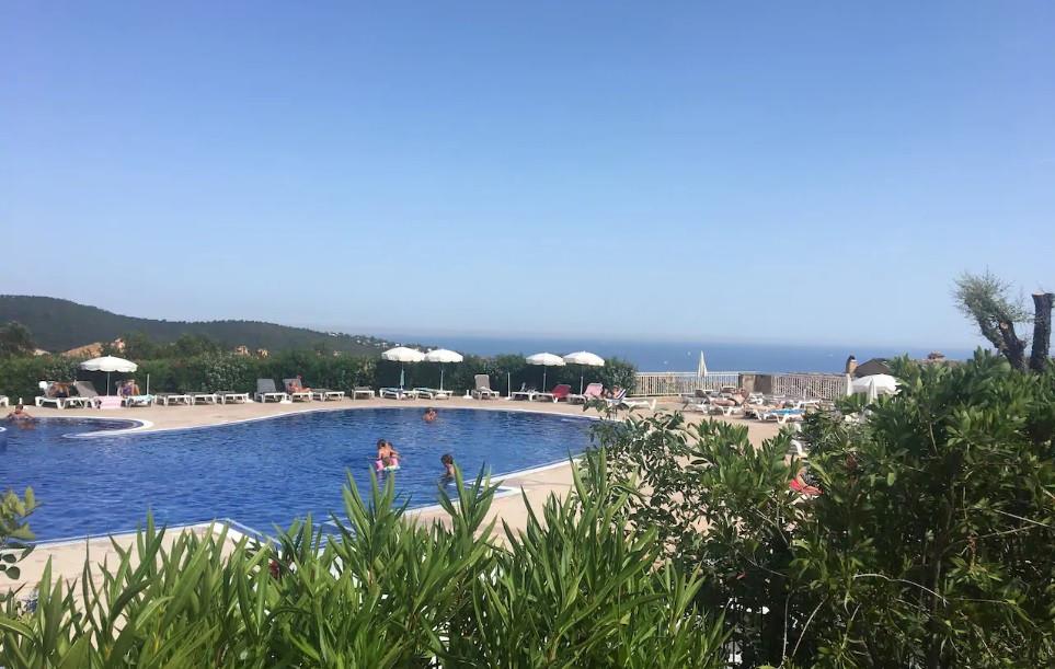 piscine vue sur la mer.jpg