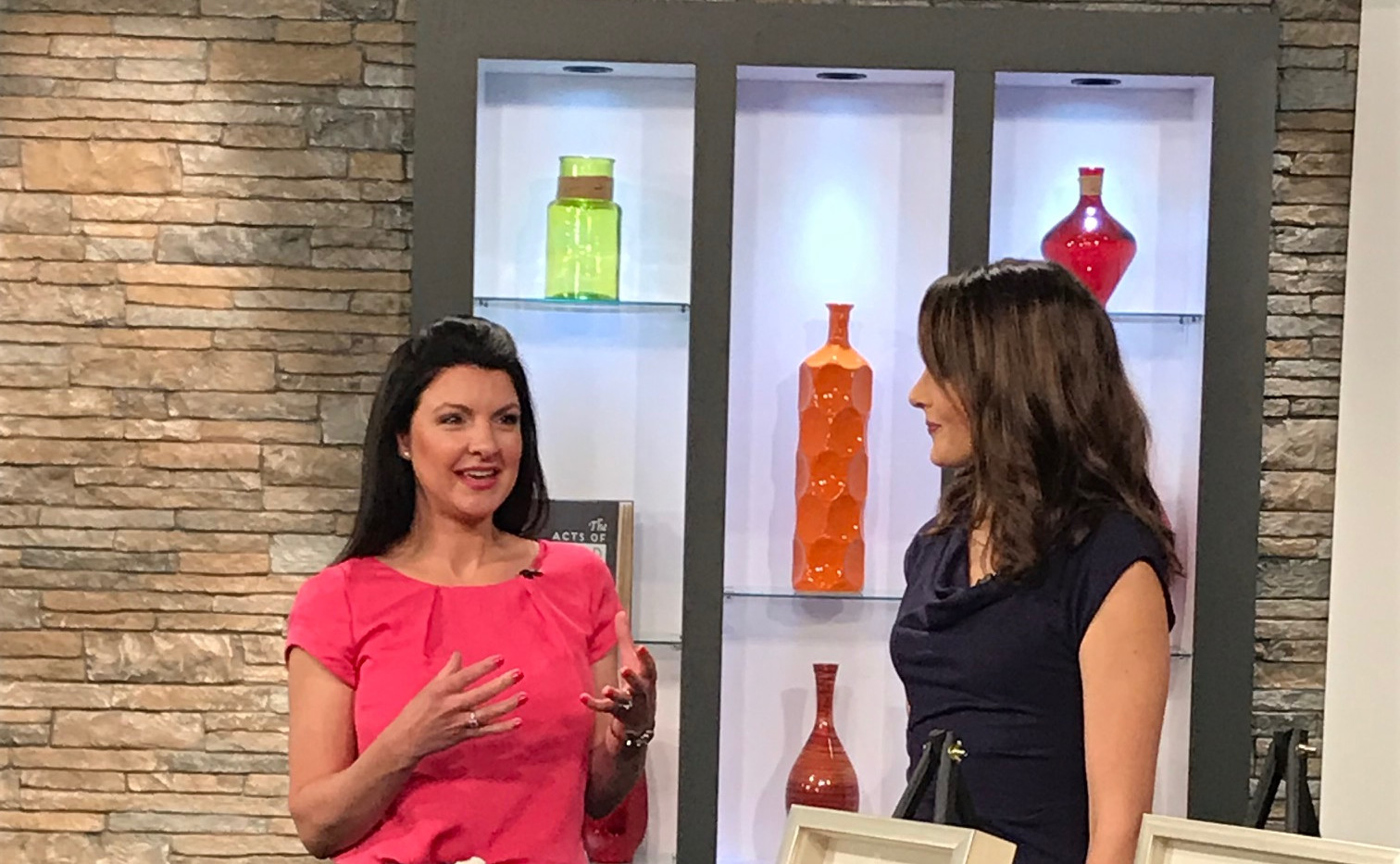Angela Smeed Design teaching design trends.  Using Agate and natural stone in your home decor with Alexis Del Cid on KCTV5 Better Kansas City