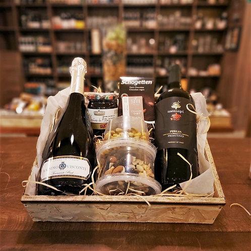 Cesta Itália: Vinho Tinto + Espumante Italiano + Chocolates + Geleia + Peticos