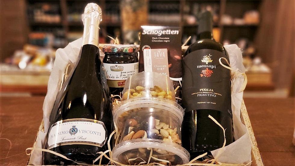 Cesta com Vinho Tinto Italiano+Espumante Italiano+Chocolates+Geleia+Peticos