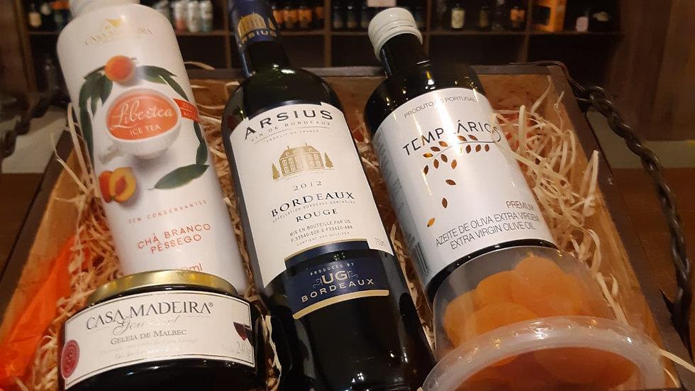 Cesta com Vinho, Chá e Geleia Especiais, Azeite Português e Damasco