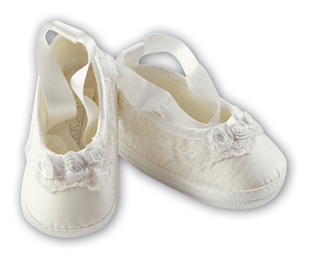 Sarah Louise - White silk ballet style shoe with rosebuds