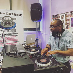 Our students come from all over even the state of Delaware!  _i_am_djthrowback 🙌🏻🎧 #themobiledjacademy #themdja