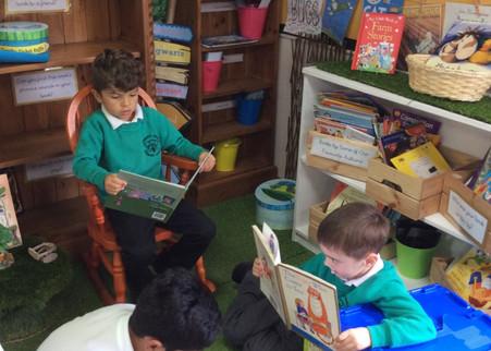 Y1 pupils reading.jpg