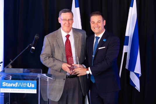 StandWithUs Leadership Award Honoree Richard Corman is presented with his award by Executive Director Michael Dickson.