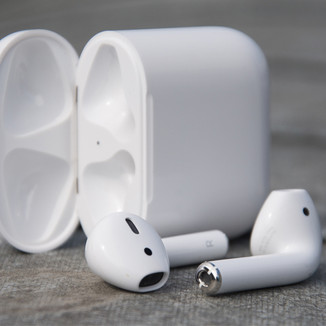 Apple Air Pods - 160 MiPro Points