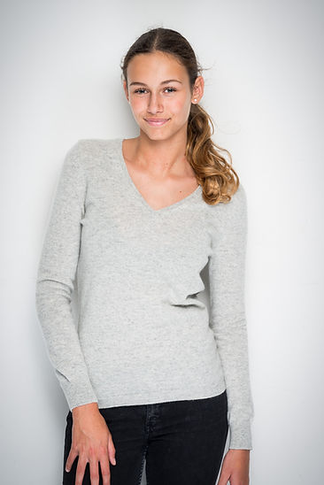 V-neck in 100% cashmere